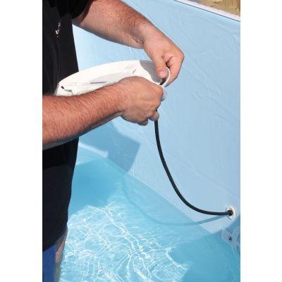 Afbeelding 5 van Ubbink LED-Spot 350 Plus met veiligheidstransformator voor een houten zwembad