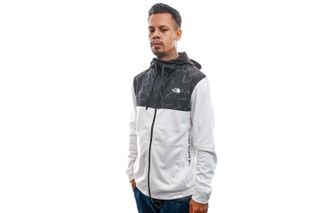 Foto van The North Face Jas Men's Train N Logo Overlay Jacket White NF0A4M9WFN41