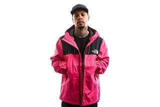 Foto van The North Face Jas Men'S 1990 Mountain Q Jacket Mr Pink NF0A2S51WUG