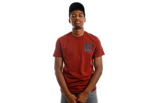 Foto van The North Face NF00CEQ5BDQ1 T-Shirt Mens S/S Fine Brick House Red