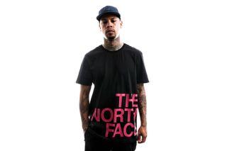 Foto van The North Face T shirt Men'S S/S Graphic Flow 1 Tnfblck/Mr.Pink NF0A4926J94