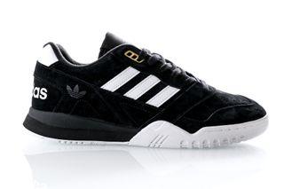 Foto van Adidas A.R. Trainer Ee9393 Sneakers Cblack/Ftwwht/Actgol