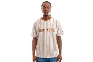 Foto van New Era Tops New Era Oversized NY Pinestripe Tee STNTOF 12720112