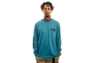 Foto van The North Face Longsleeve M RECYCLED EXPEDITION GRAPHIC L/S TEE STORM BLUE NF0A5GEU4Y31