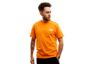 Foto van The North Face T shirt M S/S Simple Dome Te Flame Orange NF0A2TX5ECL