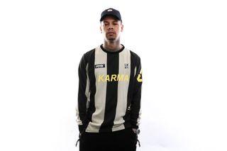 Foto van Flight Of The Beast T-Shirt Karma Football Longsleeve Stripe Striped : Sand / Black 20.Q1.05.BS