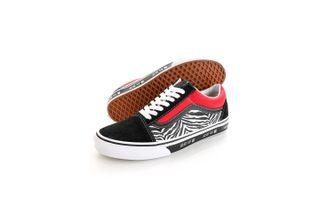 Foto van Vans Sneakers UA Old Skool (Korean Typography) Racing Red/True Blue VN0A38G19HW1