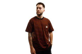 Foto van Carhartt T-shirt S/S Parker Pocket T-Shirt Parker Stripe, Black / Brandy I028406