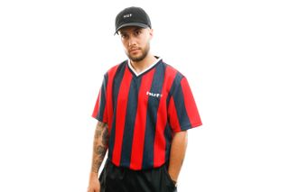 Foto van HUF T-shirt Diego Soccer Jersey True Red KN00185-TRRED