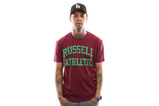 Foto van Russell Athletic Iconic Short Sleeve A9-002-1 T Shirt Maroon Wine