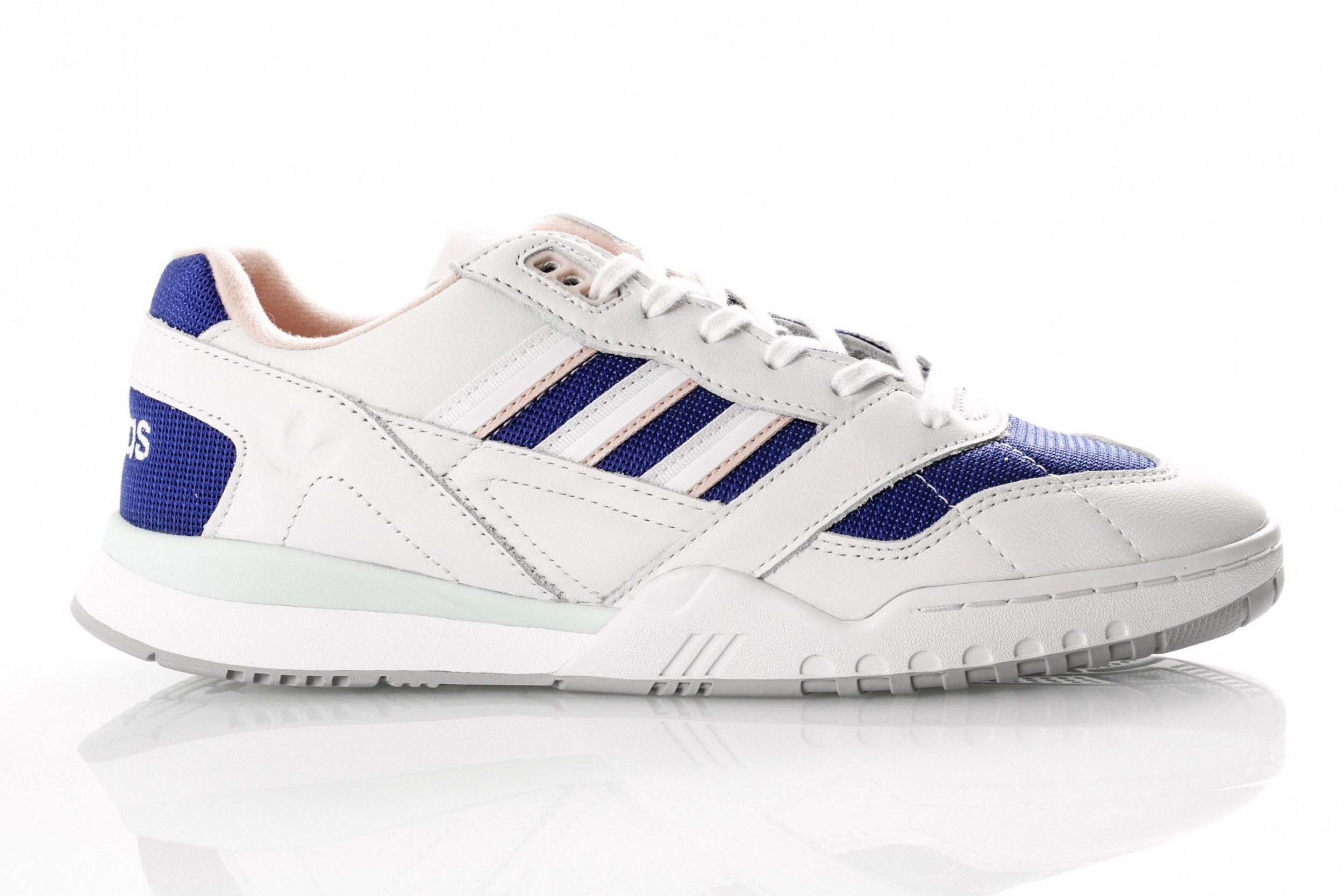 Afbeelding van Adidas A.R. Trainer Ef1628 Sneakers Off White/Ftwr White/Real Purple S18