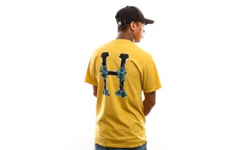 Foto van Huf Dystopia Classic H S/S Tee Ts00817-Strne T Shirt Sauterne