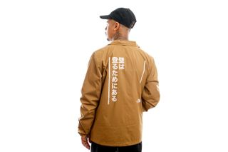 Foto van The North Face Jas U Walls Are Meant For Climbing Coaches Jacket Utility Brown NF0A4VUO1731