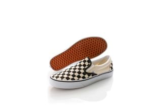 Foto van Vans Classics Sneakers Classic Slip-On Black VN000EYEBWW1