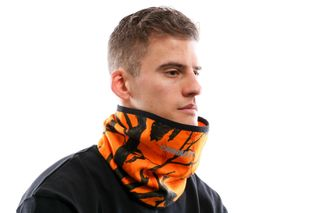 Foto van Carhartt Wip Beaufort Neckwarmer I026835 Sjaal Camo Tree, Orange / Reflective
