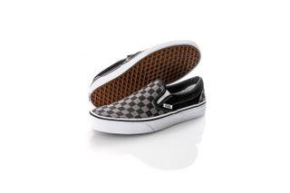 Foto van Vans Sneakers UA Classic Slip-On Black/Pewter Checkerboard VN000EYEBPJ1