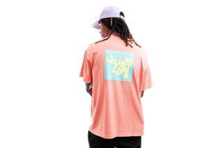 Foto van The Quiet Life T-shirt Block Logo Tee Coral QL-21SPD2-2149