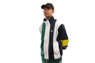 Foto van Adidas Bailer Tt Ej7114 Tracktop Legend Ink/White/Collegiate Green