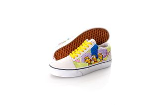 Foto van Vans x The Simpsons Sneakers UA Old Skool (THE SIMPSONS)T, 5, Medium Black/Cashew/Kh VN0A4BV521M