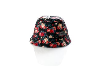 Foto van Leftside Hat Roses Black Dark Red