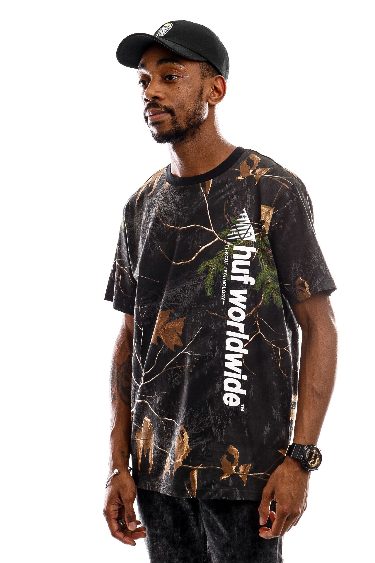 Afbeelding van HUF T-Shirt Realtree Peak Logo S/S Tee Real Tree Black TS01162