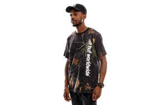 Foto van HUF T-Shirt Realtree Peak Logo S/S Tee Real Tree Black TS01162