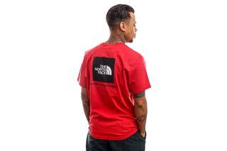 Foto van The North Face T-shirt Men's S/S Redbox Tee - Eu Rococco Red NF0A2TX2V341