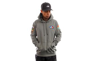 Foto van The North Face Hoodie Mens Novelty Patch Pullover Hoodie Agave Green NF0A55UGV381