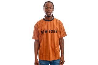 Foto van New Era Tops New Era Oversized NY Pinestripe Tee TOFBLK 12720111
