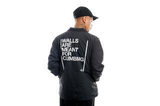 Foto van The North Face Jas Walls Coaches Jkt Tnf Black NF0A4VUOJK31