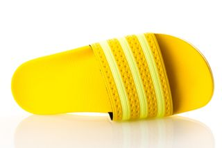 Foto van Adidas Adilette W Ee7449 Sneakers Yellow/Semi Frozen Yellow/Yellow