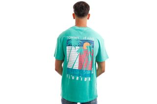 Foto van Tommy Jeans T-Shirt TJM PALM TREE GRAPHIC Grassy Green DM0DM10896