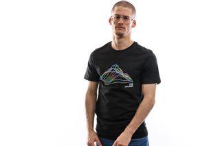 Foto van The North Face T-shirt Men'S Ss Rnbw Tnf Black Multi NF0A4M6PMU8