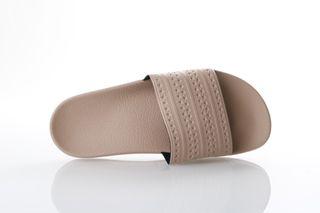Foto van Adidas Originals Cq2235 Slide Sandal Adilette Pearl/Ash Pearl/Ash Pearl
