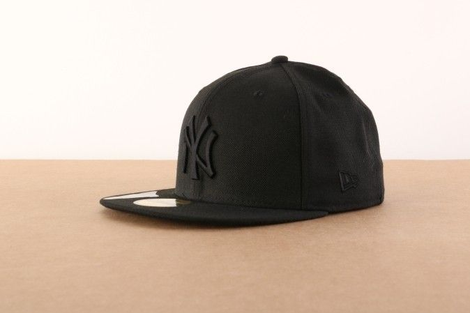 Afbeelding van New Era Fitted Cap New York Yankees Black on black NY Yankees BASIC