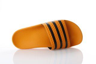 Foto van Adidas Originals Cq3099 Slide Sandal Adilette Goud