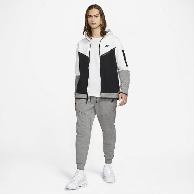 Afbeelding van Nike Tech Fleece Pant Carbon Heather Black