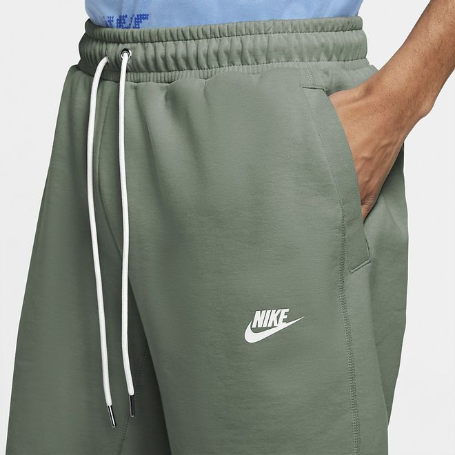 Afbeelding van Nike Sportswear Modern Essentials Short Spiral Sage