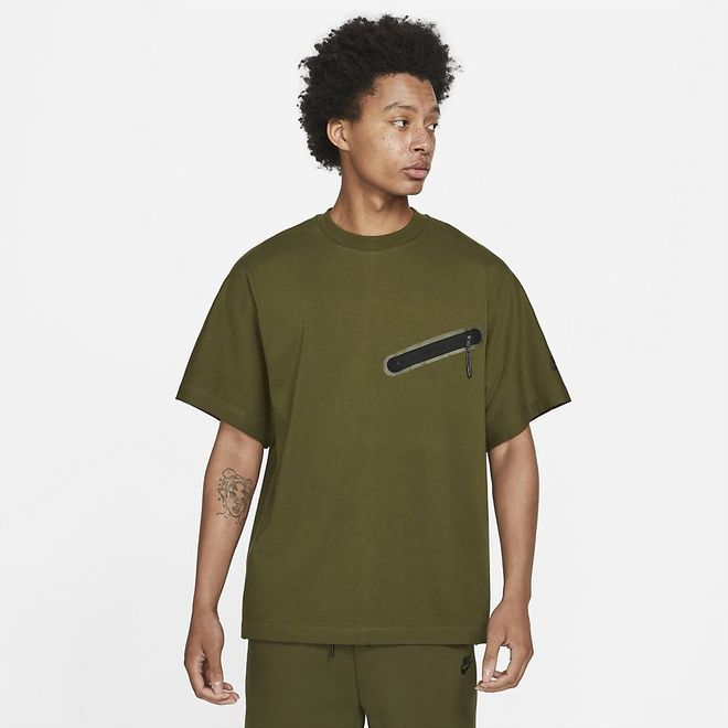 Afbeelding van Nike Sportswear Dri-FIT Tech Essentials Shirt Rough Green