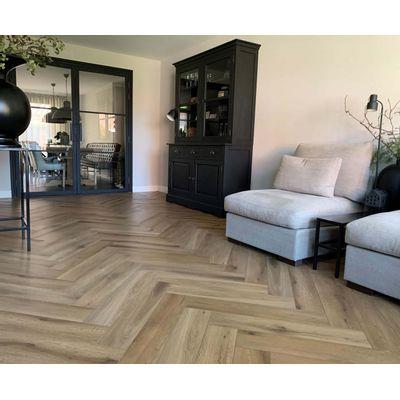 Foto van Natural Oak Visgraat LF125202 Rigid Click PVC
