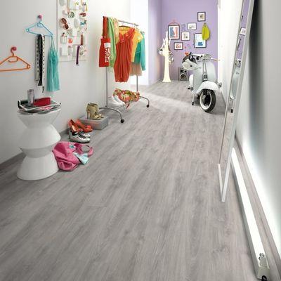Foto van Egger Grijs Eik Landhuis inclusief* ondervloer + deel plint!