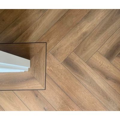 Foto van Natural Oak Dark Visgraat LF125200 Rigid Click PVC