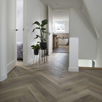 Foto van Douwes Dekker Ambitieus Trendy Visgraat Click PVC 04859 Honing