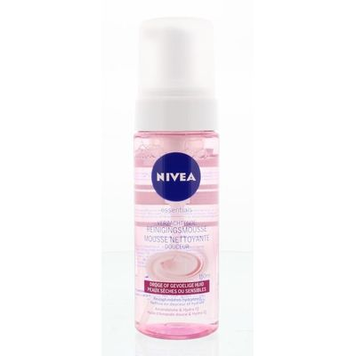 Nivea Essentials reinigingsmousse droge/gevoelige huid