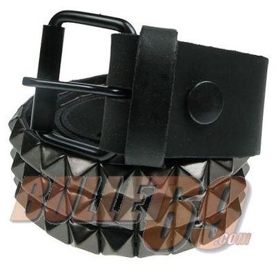 Foto van Bullet69 - Leren riem, 38mm-zwart met drie rijen zwarte piramide studs-10mm