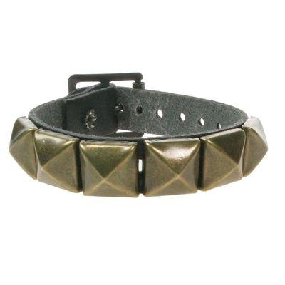 Foto van Bullet69 | Leren armband met goud pyramide studs