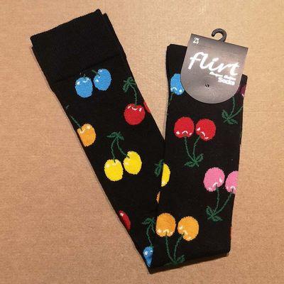 Flirt | Overknee sokken zwart met gekleurde kersen
