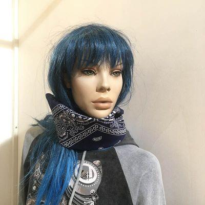 Foto van Bandana haarband en sjaal met paisley patroon, blauw-wit