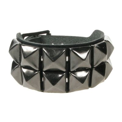 Foto van Bullet69 | Brede leren armband zwart met gummetal pyramide studs