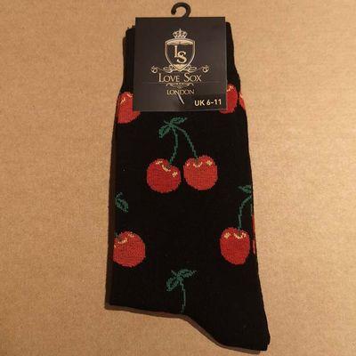 Foto van Love Sox | Zwarte sokken met rode kersen